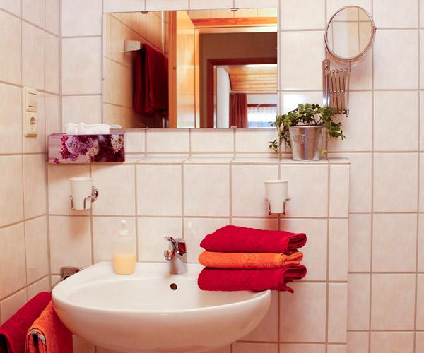 Ferienwohnung Flieder - Badezimmer mit Dusche & WC