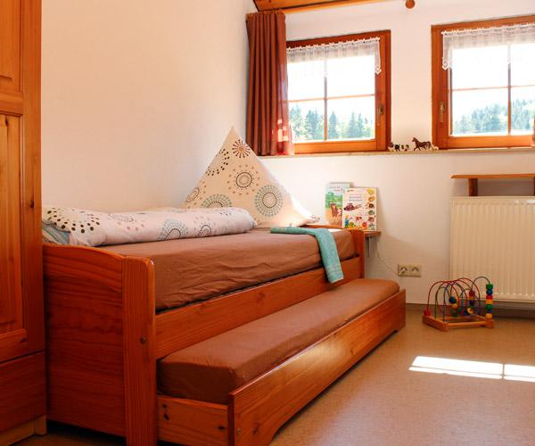 Ferienwohnung Flieder - Kinderzimmer mit Ausziehbett
