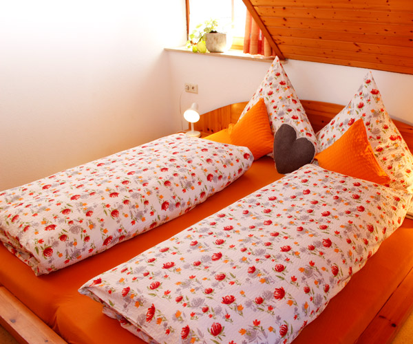 Ferienwohnung Flieder - Schlafzimmer mit Doppelbett