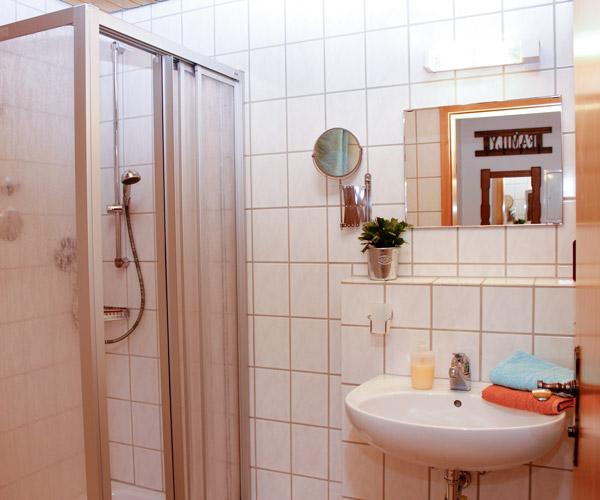 Ferienwohnung Lavendel - Badezimmer mit Dusche & WC