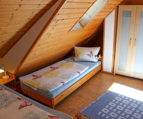 Ferienwohnung Lavendel - Dachzimmer mit drei Einzelbetten